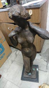 ブロンズの裸像
